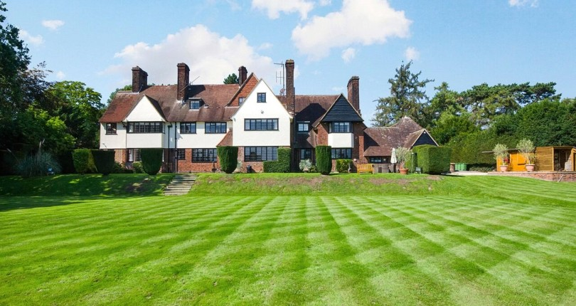 Stunning 7-bedroom property for sale: buy a piece of Hoddesdon's history